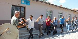 İnternete kavuşan köylüler kutlama yaptı