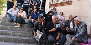Diyarbakır annelerinin oturma eylemine destek ziyaretleri