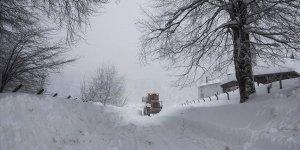Kütahya'nın yüksek kesimlerinde kar kalınlığı 1 metreyi aştı