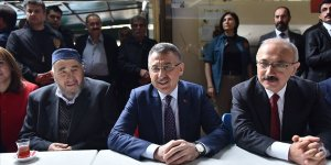Cumhurbaşkanı Yardımcısı Fuat Oktay, Mersin'de esnafı ziyaret etti