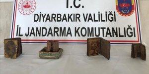 Diyarbakır'da deri üzerine yazılı 3 kitap ve ferman ele geçirildi!