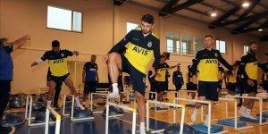 Fenerbahçe'de futbolcular antrenmanlarına evden devam edecek