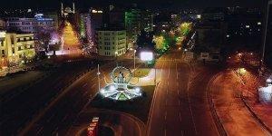 Sessizliğinin hakim olduğu Ankara'nın cadde ve sokakları havadan görüntülendi