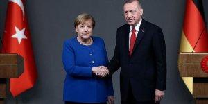 Erdoğan ve Merkel telefonda görüştü!