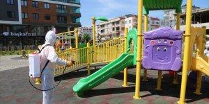 Sokağa çıkacak çocuklar için parklarda hijyen çalışması yapılıyor
