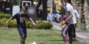 Ankara'da cadde ve sokaklar çocuk sesleriyle şenlendi