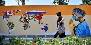 Mersin duvarlarında sağlık çalışanlarını yansıtan grafiti çalışması