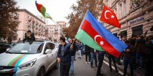 Azerbaycanlılar, Şuşa'nın işgalden kurtarılışını coşkuyla kutluyor