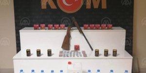 Kırşehir'de sahte içki ve kaçak cinsel uyarıcı haplar ele geçirildi
