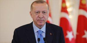 Erdoğan: Şampiyon olan Beşiktaş'ı ve tüm Beşiktaş taraftarını canı gönülden tebrik ediyorum