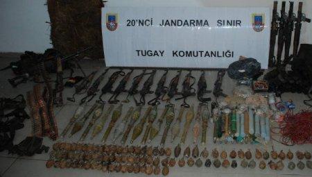 14 teröristin öldürüldüğü gün ele geçirilen mühimmatın fotoğrafları dağıtıldı