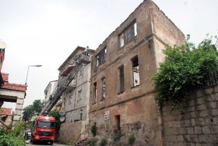150 yıllık bina 'tehlike' oluşturduğu gerekçesiyle yıkıldı