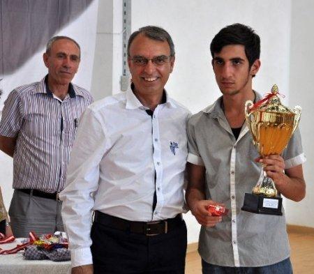 19 Mayıs Satranç Turnuvası'nda dereceye giren sporcular belli oldu