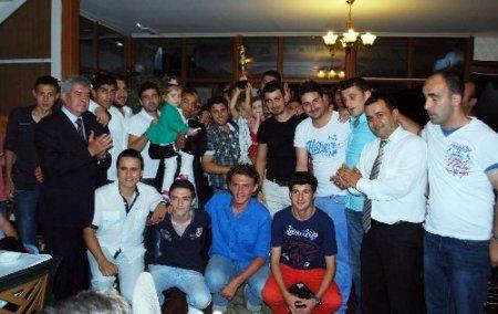 1922 Mütarekespor şampiyonluğunu kutladı