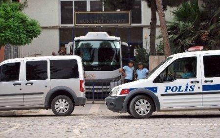 25 kilogram patlayıcı, 15 el bombası ele geçirildi, BDP'liler gözaltına alındı