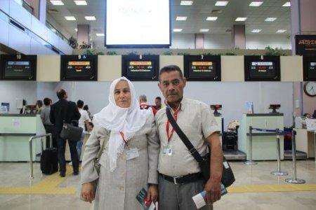 63 yaşında Kur'an öğrendi, ödül olarak eşiyle umreye gitti