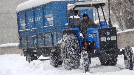 Ağrı Belediyesi, kar temizleme çalışmalarını sürdürüyor