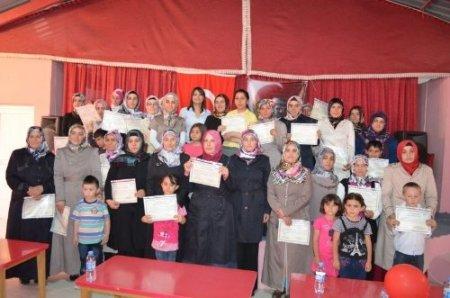 Aile iletişim kursunu tamamlayan 33 kursiyere sertifikaları verildi