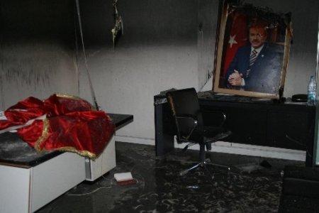 AK Parti İzmir İl Başkanı Akay: Bu provokasyonu ve şiddeti kınıyoruz
