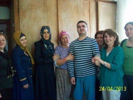 AK Parti'li hanımlar engelli ziyaretleriyle ailelere moral veriyor