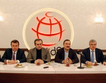 AK Parti'li Ünal: İstikrar ve güven olmadan demokrasi sağlanamaz
