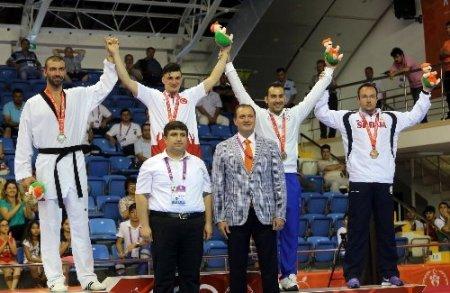 Akdeniz Oyunları'nda tekvando artı 80 kiloda Ali Sarı altın madalya kazandı