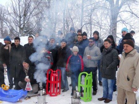 AKEGDER üyeleri, kışın tadını Kartepe'de çıkardı