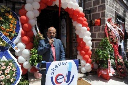 Aktif Eczacılar Derneği, Hamamönü'nde yeni binasına taşındı