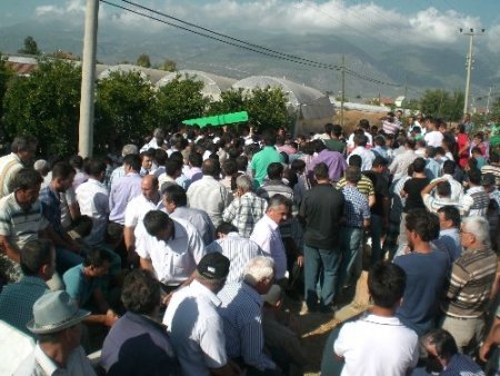 Alacak-verecek kavgasında öldürülen 2 kardeş toprağa verildi
