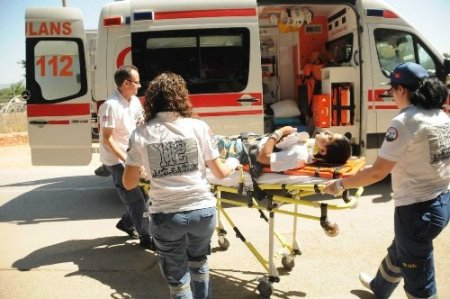 Aniden yola fırlayan çocuğa araç çarptı