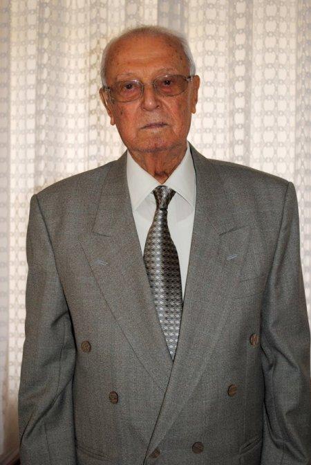 Antalya Aksu Köy Enstitüsü'nün ilk mezunu öğretmen Nuri Cengiz vefat etti