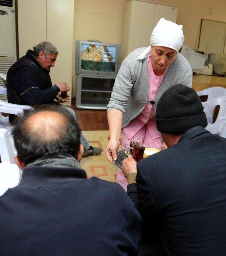 Antalya Büyükşehir Belediyesi sokakta yaşayanlara kucak açtı