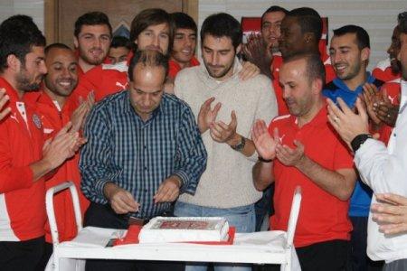 Antalya'da Servet Çavuşoğlu'na sürpriz doğum günü