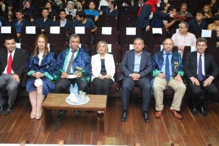 AOSB Meslek Yüksek Okulu ikinci mezunlarını verdi