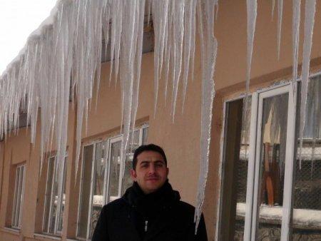 Ardahan'da 2 metrelik buz sarkıtları oluştu