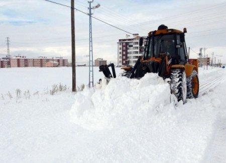Ardahan'da karla mücadele çalışması sürüyor