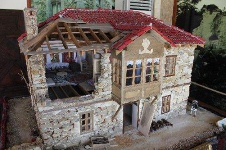 Asırlık Evrenseki evleri minyatürlerle tanıtılıyor