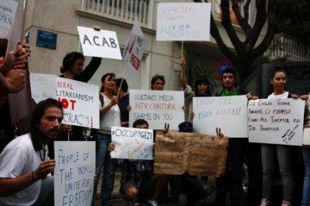 Atina'da Taksim Gezi Parkı protestosu