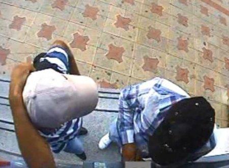 ATM'lere kopyalama cihazı yerleştiren iki kişi yakalandı