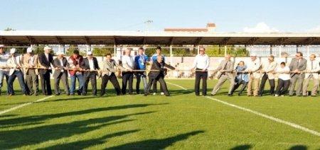 ATSO'nun spor oyunlarında protokol halat çekme yarışı yaptı