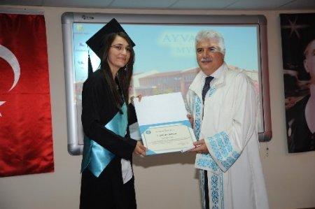 Ayvalık MYO'nun 19. dönem mezunları törenle uğurlandı
