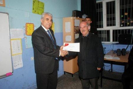 Baba Destek Programı'na katılan babalara sertifika