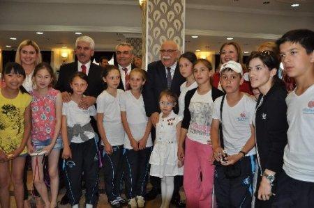 Bakan Avcı, Türk Dünyası öğrencileriyle bir araya geldi