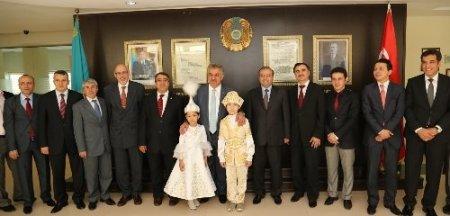 Bakan Yazıcı, Kazak-Türk Lisesi'ni ziyaret etti
