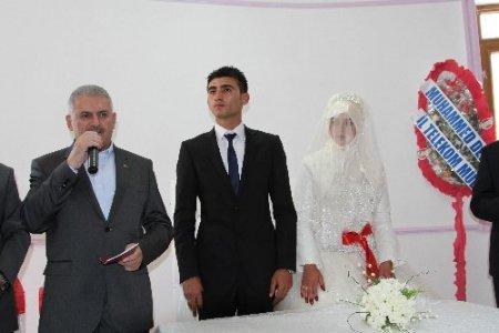 Bakan Yıldırım nikah şahidi oldu, evli çiftlere nasihatlerde bulundu