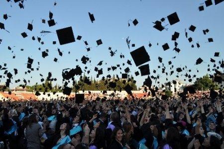 Balıkesir Üniversitesi'nde 7 bin öğrenci mezuniyet sevinci yaşadı