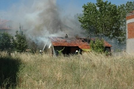 Baraka evde çıkan yangın aile dramını ortaya çıkardı