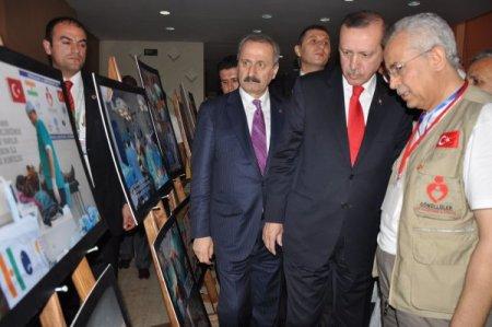 Başbakan Erdoğan, Nijer'de Türk doktorlarının fotoğraf sergisini gezdi