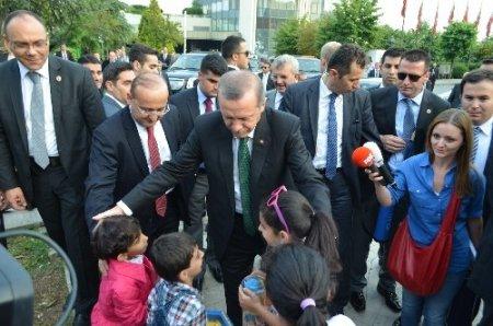 Başbakan Erdoğan turist çocuklarla hatıra fotoğrafı çektirdi