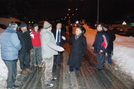 Başkan, karla mücadele ekibine baklava ikram etti